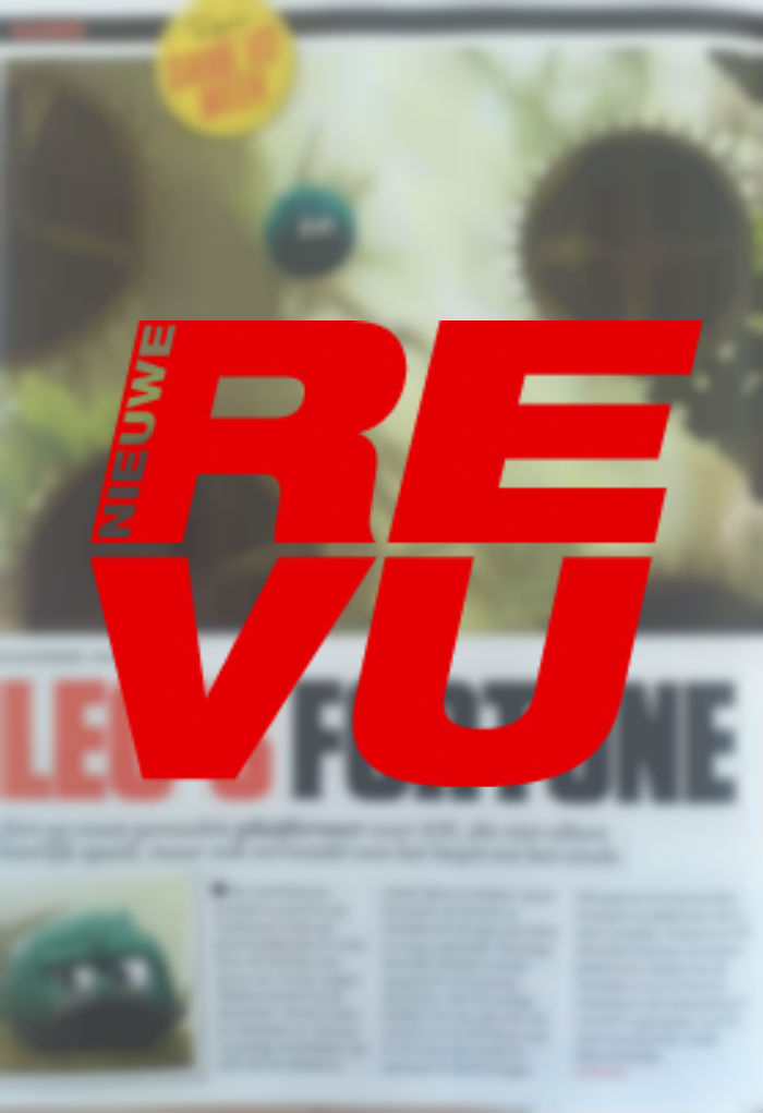 Reviews in magazine Nieuwe Revu